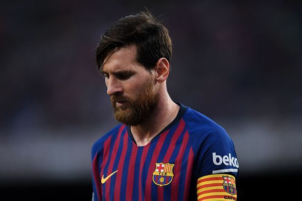 This image has an empty alt attribute; its file name is messi.jpg